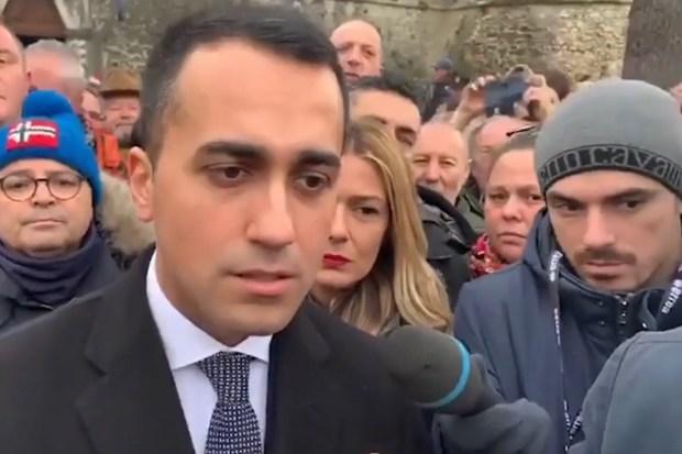 De Italiaanse vice-premier Luigi di Maio na zijn ontmoeting met de Franse Gele Hesjes (5 januari 2019)