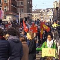 Linkse politici marcheren met antifascistische knokploegen