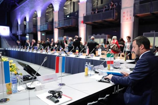 """Titelfoto bij artikel Johannes Vervloed op OpinieZ.com """"Er komt een regering-Salvini aan"""""""