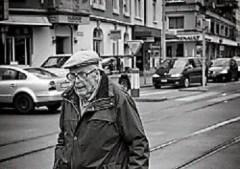 Old age pensioner - Emeryt wstarszym wieku Flickr.com