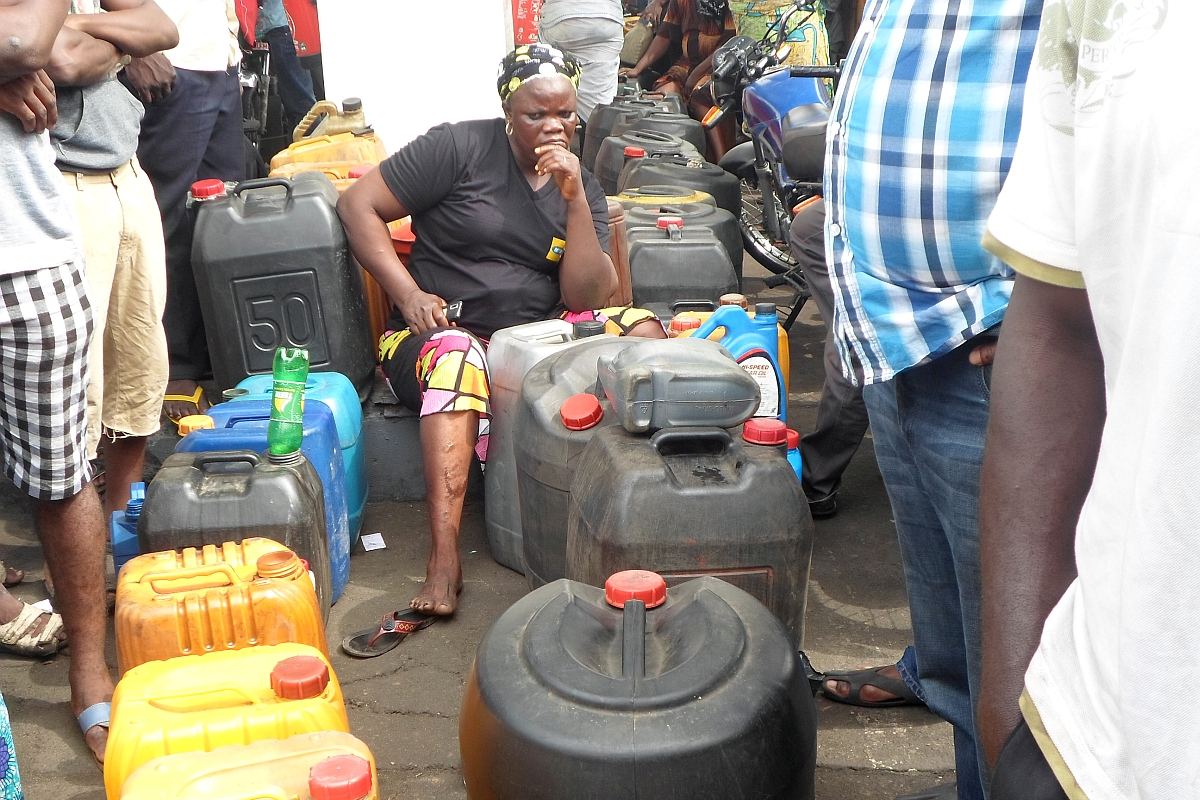 FG Gives NNPC Till Weekend To Clear Fuel Queues
