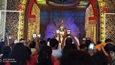 Photo of দক্ষিণ কলকাতায় নজর কাড়ছে শিব মন্দির সার্বজনীন , সপ্তমীর সকাল থেকেই জন জোয়ার