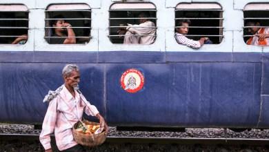 Photo of সরগরম শিয়ালদহ চত্বর, প্রবেশাধিকার ফিরে পাবার আশায় বিক্ষোভ হকারদের