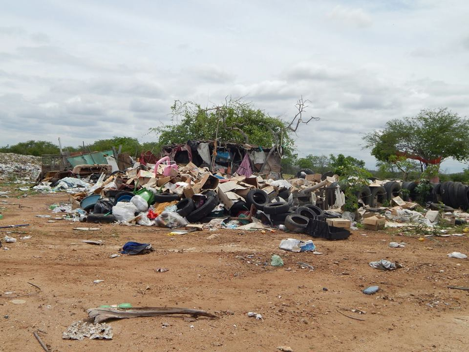 12476109_10206028989146922_666257210_n Mato, lixo e esgotos a céu aberto mostram descaso da Gestão do Prefeito Junior Nobrega no município da Prata, no Cariri