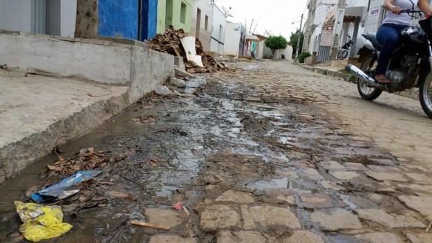 12557082_10205954978136693_12928837_o-1024x576 Morador denuncia esgoto a céu aberto em Monteiro