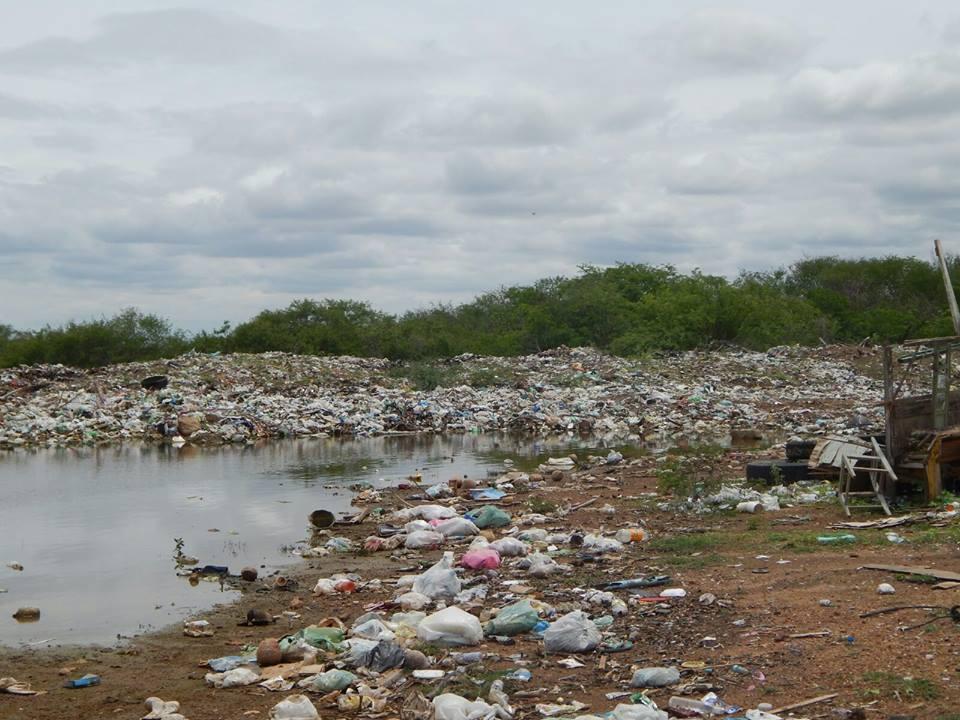 12647702_10206028989346927_229931724_n Mato, lixo e esgotos a céu aberto mostram descaso da Gestão do Prefeito Junior Nobrega no município da Prata, no Cariri