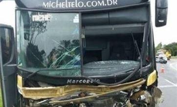 Acidente com ônibus de Michel Teló mata três pessoas no Paraná 7
