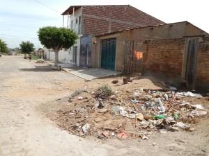 20160125153339-1-300x225 Mato, lixo e esgotos a céu aberto mostram descaso da Gestão do Prefeito Junior Nobrega no município da Prata, no Cariri