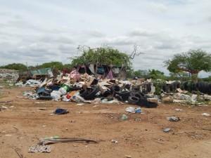 20160125153500-300x225 Mato, lixo e esgotos a céu aberto mostram descaso da Gestão do Prefeito Junior Nobrega no município da Prata, no Cariri