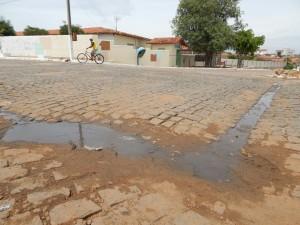 20160125153541-300x225 Mato, lixo e esgotos a céu aberto mostram descaso da Gestão do Prefeito Junior Nobrega no município da Prata, no Cariri