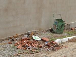 20160125153600-300x225 Mato, lixo e esgotos a céu aberto mostram descaso da Gestão do Prefeito Junior Nobrega no município da Prata, no Cariri