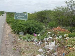 20160125174602-300x225 Mato, lixo e esgotos a céu aberto mostram descaso da Gestão do Prefeito Junior Nobrega no município da Prata, no Cariri