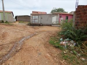 20160125175342-300x225 Mato, lixo e esgotos a céu aberto mostram descaso da Gestão do Prefeito Junior Nobrega no município da Prata, no Cariri