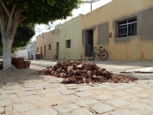 20160125175440-300x225 Mato, lixo e esgotos a céu aberto mostram descaso da Gestão do Prefeito Junior Nobrega no município da Prata, no Cariri