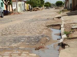 20160125175456-300x225 Mato, lixo e esgotos a céu aberto mostram descaso da Gestão do Prefeito Junior Nobrega no município da Prata, no Cariri