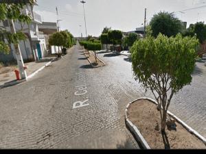 rUA-CENTRO-DE-moNTEIRO-300x225 Em Monteiro: Acidente entre carro e moto deixa vítima com escoriações
