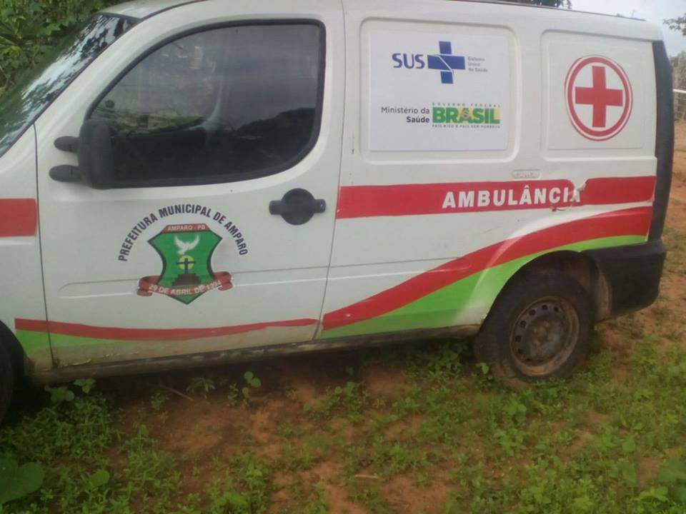 12666482_10206078627387847_1526069748_n Descaso na Saúde: Prefeitura de Amparo abandona ambulância na zona rural e o mato toma conta.