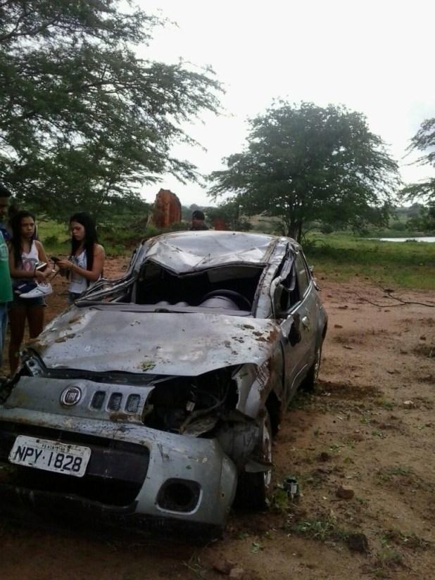 20160214051130-1-768x1024 Exclusivo: Motorista perde controle do veículo e capota naPB-264 em Monteiro