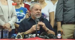 """LULA-COLETIVA-PF-300x163 """"Se quiseram matar a jararaca, não bateram na cabeça"""", diz Lula sobre operação da PF"""