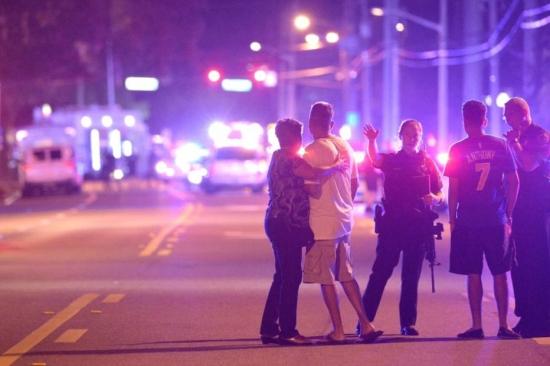 1465732159624 Atirador mata 50 pessoas em boate gay dos EUA e deixa cerca de 53 feridos