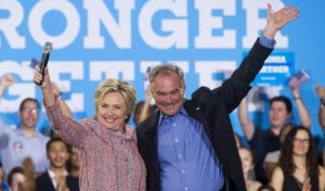 16204100-300x176 Hillary Clinton escolhe para vice senador de 'Estado-pêndulo'