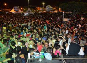 timthumb-27-300x218 20 mil pessoas comparecem ao Bode na Rua em seu terceiro dia de evento