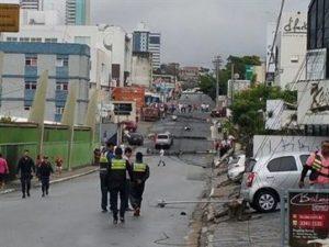 16700036280003622710000-300x225 Motorista perde o controle, carro bate e derruba sete postes, na Paraíba