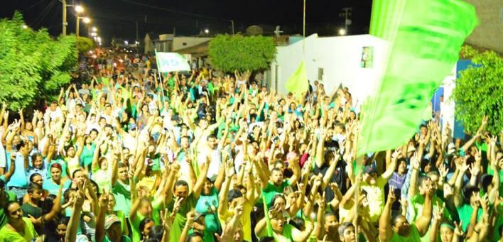 2-1-1 Multidão participa de caminhada da candidata Lorena de Dr. Chico no Conjunto Mutirão