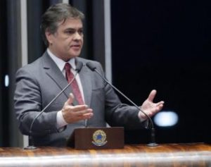 Cássio-Cunha-Lima-310x245-1-300x237 Cássio estima 60 votos a favor do impeachment de Dilma Rousseff
