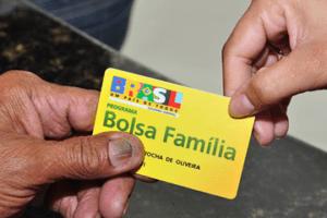 08-11-2016.182310_Bolsa-1-300x200 Governo suspende 44.015 cadastros do Bolsa Família na Paraíba