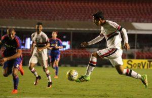 20161110003730_0-1-300x193 São Paulo vence o Sport no jogo de ida da semi