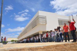 3ab9b4ca-d1e0-4a40-8493-55273bf6a809-300x198 IFPB Campus Monteiro realiza abraço coletivo