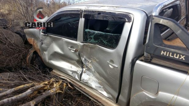acidente_cariri1-1024x576 Caminhonete Hilux capota na BR 412 no cariri