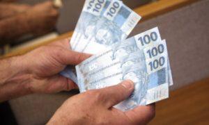 dinheiro-1-300x180 Prefeitura de São João do Tigre anuncia pagamento de novembro aos servidores municipais