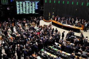 punir-juizes-300x200 Câmara muda pacote anticorrupção e aprova punição a juiz e MP
