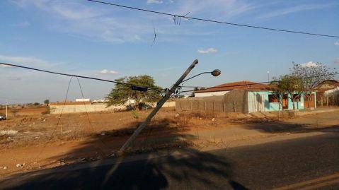 15310444_1142830782499147_1851346193_n-1 Condutor perde controle de carro e colide em poste em Serra Branca