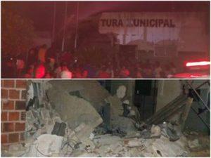 17144336280003622710000-300x225 Grupo explode caixa eletrônico na prefeitura de Caaporã; parte do prédio desaba