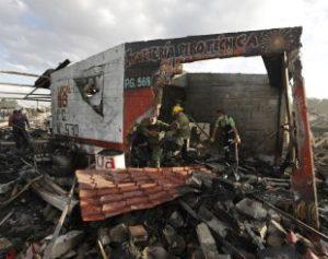 mexico-fireworks-expl-fran-310x245-300x237 Sobe para 36 o número de mortos por explosões em mercado no México
