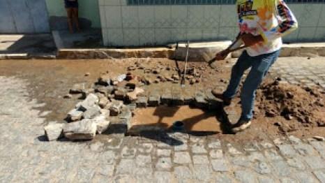 1-1-1 Prefeitura de Camalaú conserta vazamento de responsabilidade da Cagepa