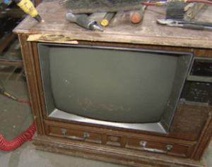 TV-310x245-2-300x237 Mulher encontra R$ 237 mil dentro de TV antiga deixada para reciclagem