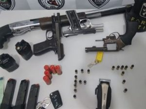 policia-300x225 Polícia impede ação contra carro-forte na PB e prende quadrilha com várias armas