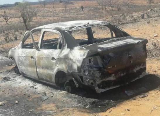timthumb-14 Carro furtado durante festa é encontrado queimado na zona rural de Sumé