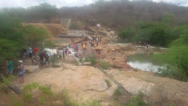 20170312_140243-1024x576 Centenas de pessoas visitan Barragem de São José no município de Monteiro neste Domingo.