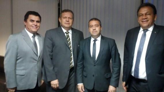 fen Ministro do Trabalho recebe dirigente da Fenamp durante audiência em Brasília