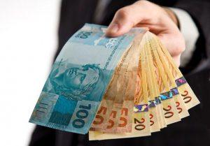 dinheiro-1-300x209 Prefeitos driblam crise e antecipam pagamento da metade do 13º salário