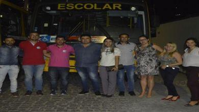 Prefeito Celio consegue novas carteiras e um ônibus escolar com o Governo do Estado 4