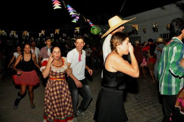 OPIPOCO mostra como foi a primeira noite do festival de quadrilhas em Monteiro. Confira Imagens 8