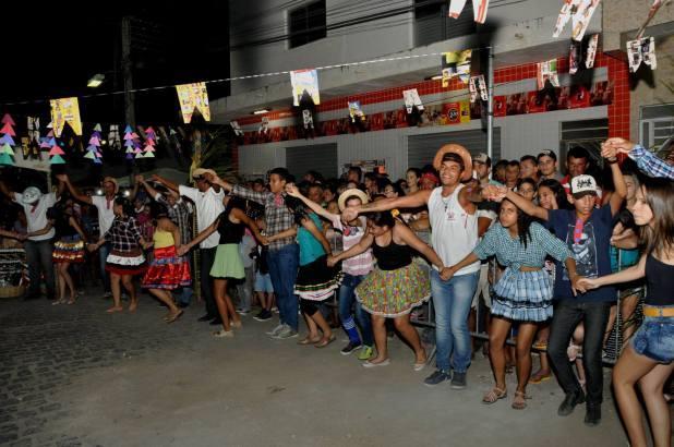 OPIPOCO mostra como foi a primeira noite do festival de quadrilhas em Monteiro. Confira Imagens 21