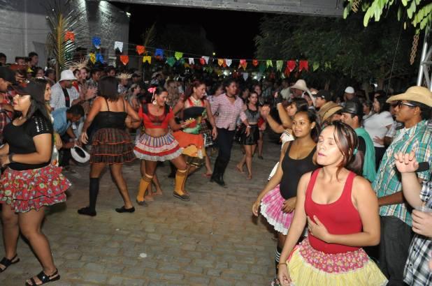 OPIPOCO mostra como foi a Segunda noite do festival de quadrilhas em Monteiro. Confira Imagens 7