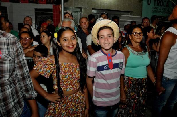 OPIPOCO mostra como foi a primeira noite do festival de quadrilhas em Monteiro. Confira Imagens 24
